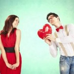 男性が女性に求婚している画像