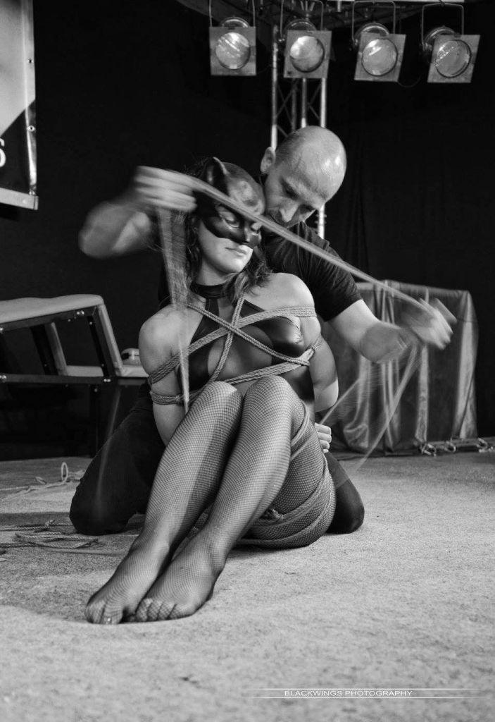Performance shibari by seb kinbaku