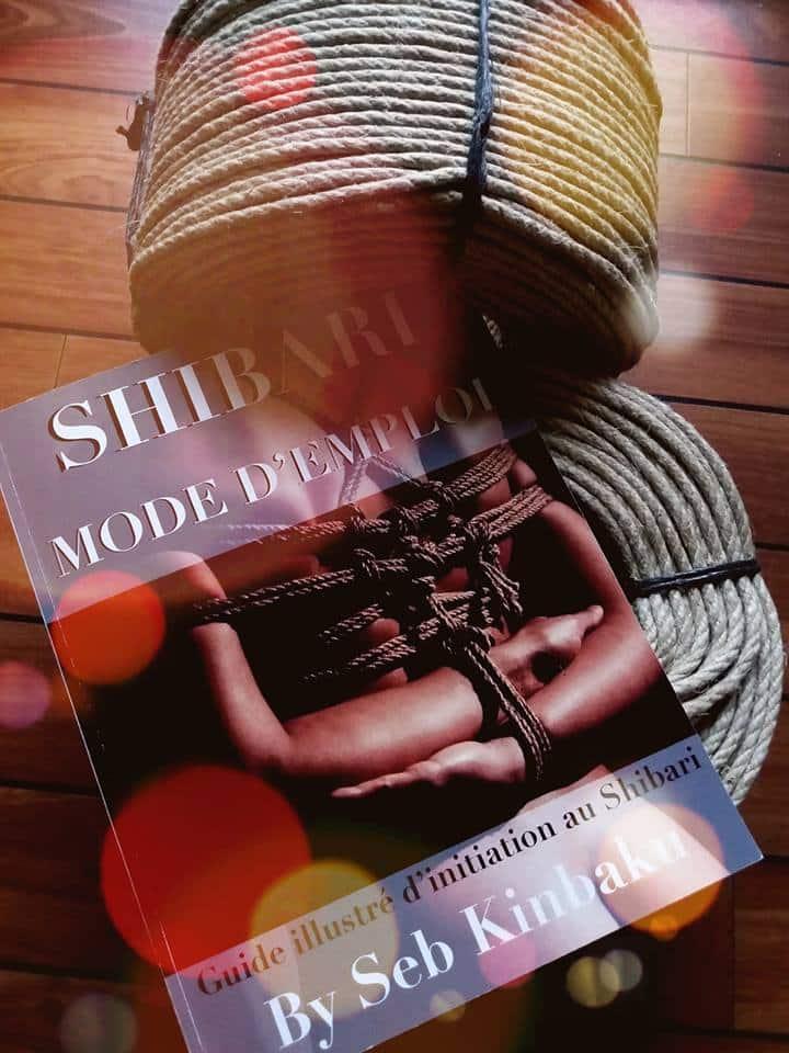 Livre et cordes shibari
