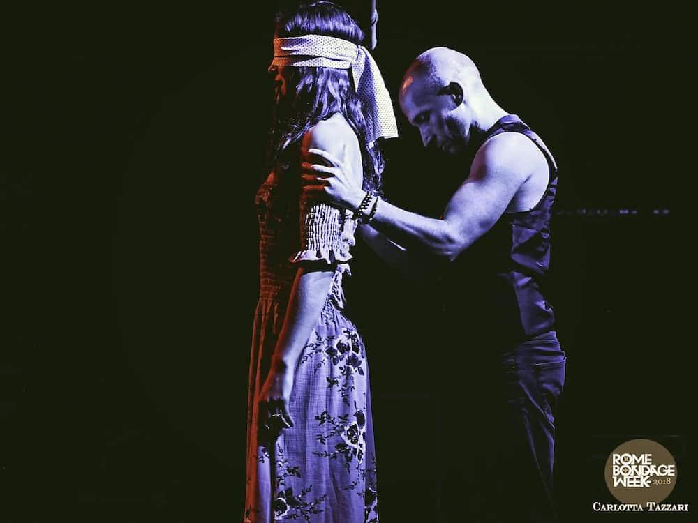 Photo performance shibari