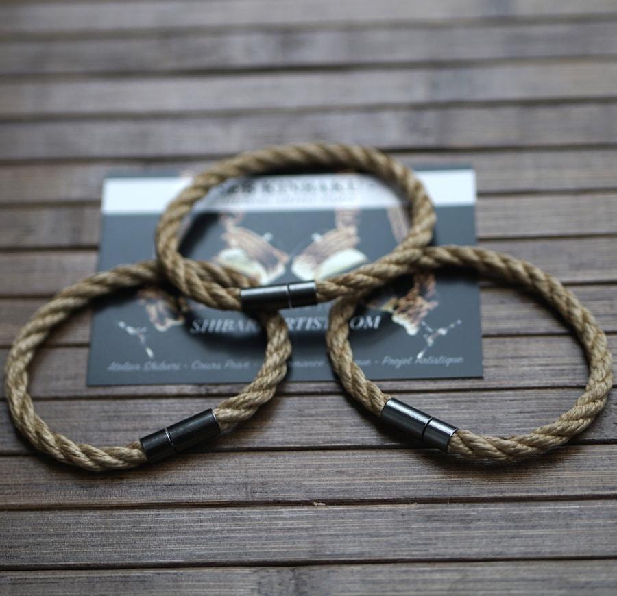 bracelet shibari en corde de jute. Modèle homme