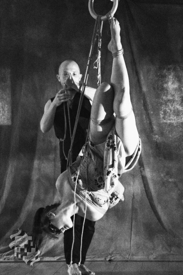 Suspension shibari par Seb Kinbaku