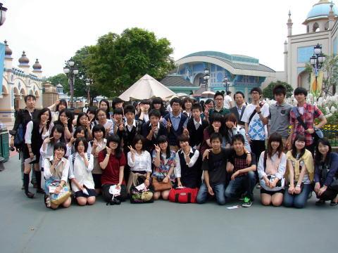 韓国・水原外国語高等学校を18名が訪問