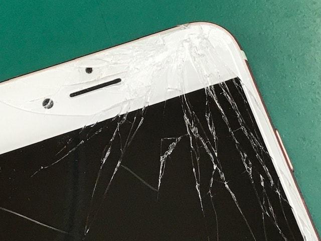 ひびの入ったiPhone7