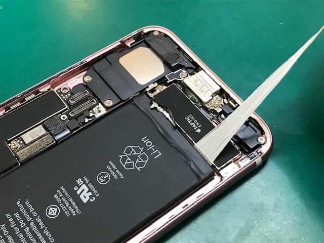 iPhone7のバッテリーを取り外す