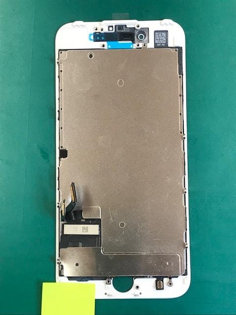 メタルプレートを取り付けたiPhone7