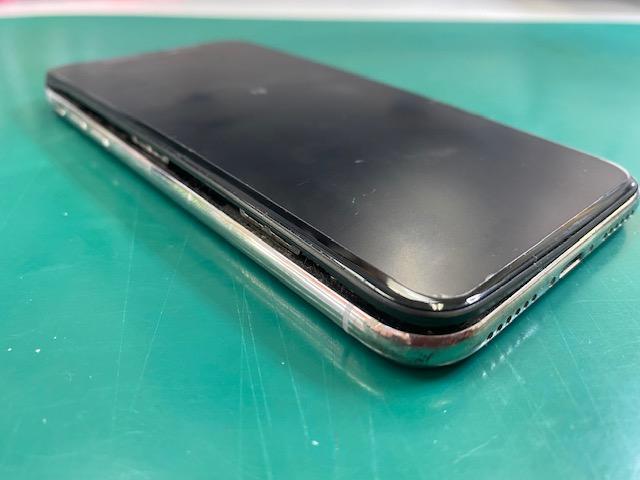 iPhoneXのバッテリー膨張