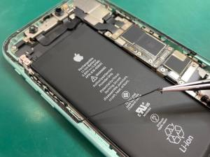 iPhone11の防水防塵シール貼替