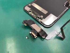 iPhone11画面修理によるパーツ移植