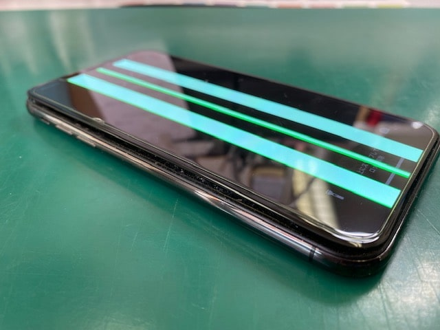 iPhoneXバッテリー膨張とグリーンライン
