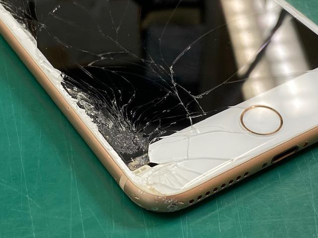 iPhone8Plus画面破損