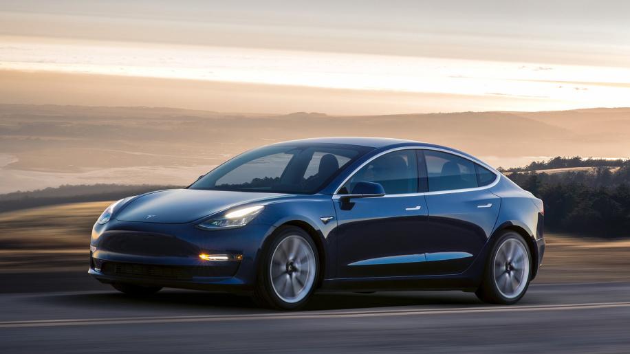 Çift motorlu Tesla Model 3