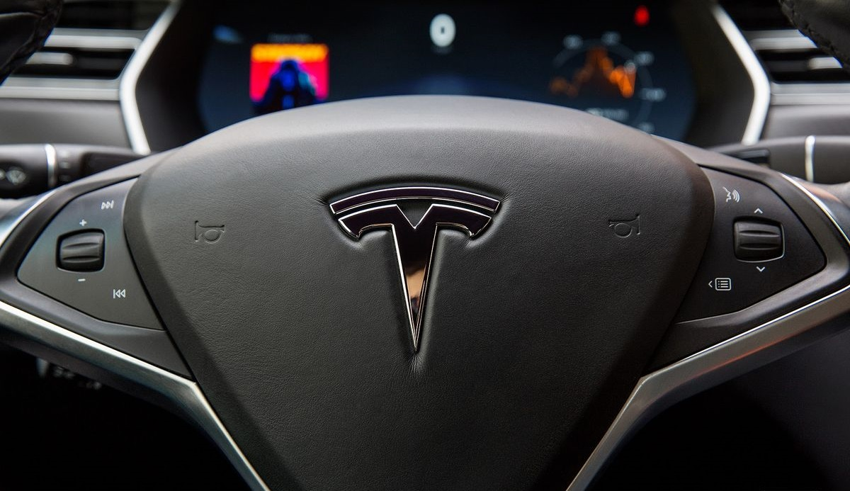 Tesla hacklendi!