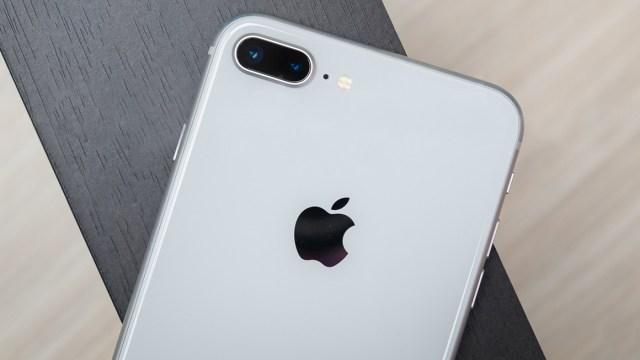 Apple Katlanabilir telefon / iPhone 8 Plus farklı renk seçenekleri ile Amazon'da!