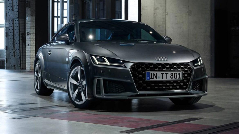Audi TT elektriklenirken fişi çekilecek!