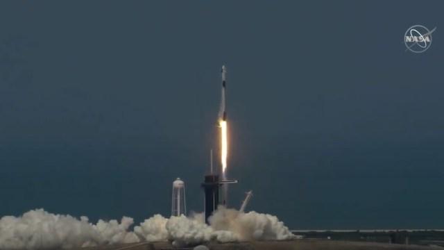 SpaceX Falcon 9 uçuşu: İki astronot uzaya gitti!