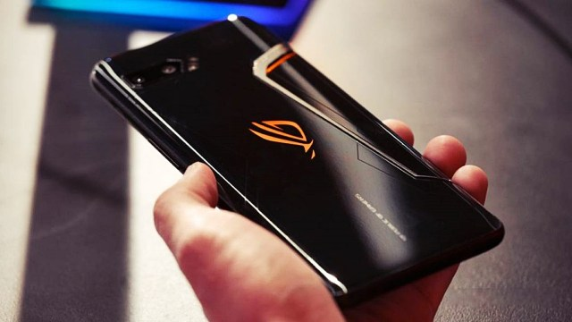 Dev batarya ve 16 GB RAM: Asus ROG Phone 3