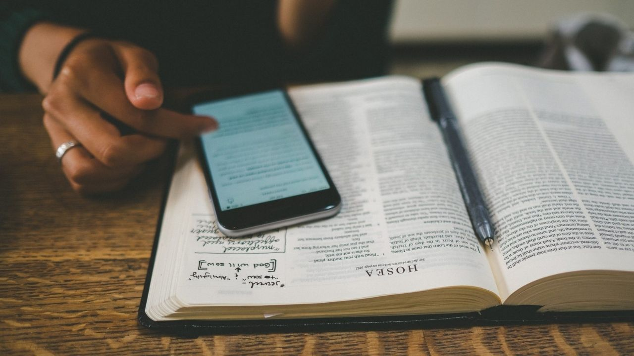 ucretsiz-kitap-okunabilecek- mobil-uygulamalar-hangileri-00