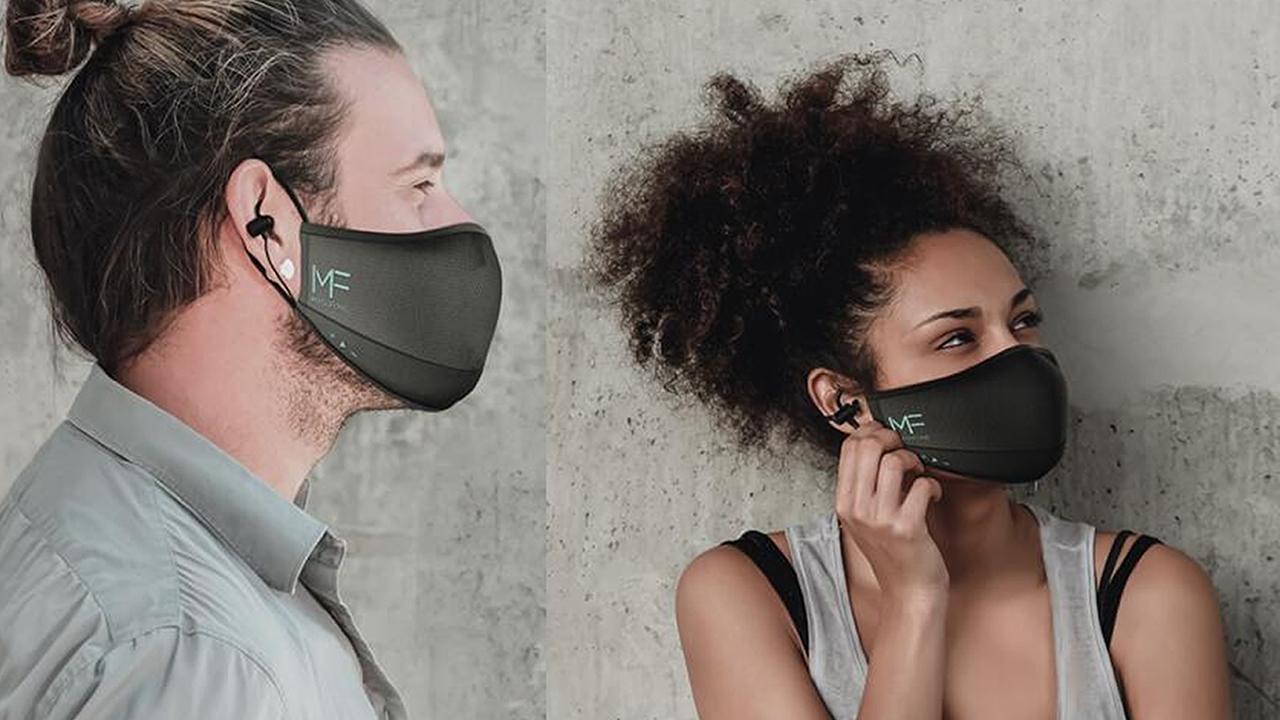 yerleşik kulaklıklı maske