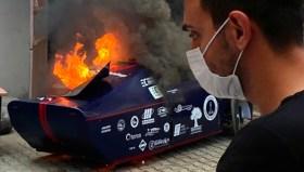 Türk öğrencilerin geliştirdiği elektrikli otomobil yandı