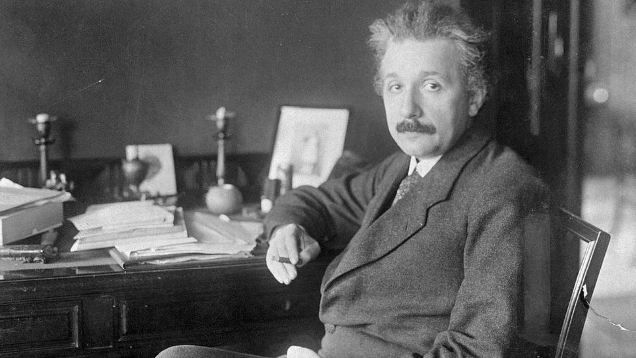 Einstein'in el yazısı mektubu satıldı.