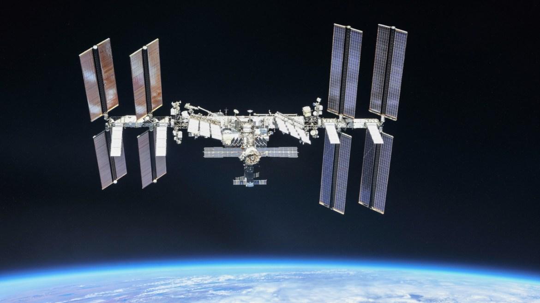 Uzayda film çekme yarışları.