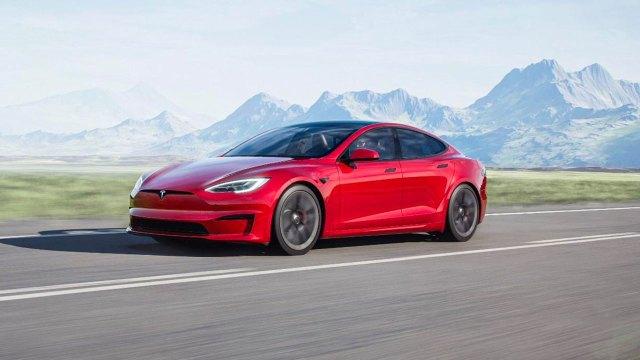 Elon Musk'tan Tesla Model S Plaid+ için kötü haber