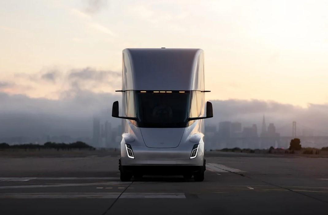 Tesla Semi modeli seri üretime geçiyor
