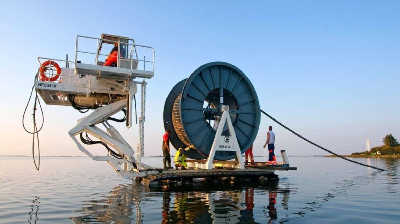 Facebook ve Google, denizaltı kablosuz ağı için bir araya geldi