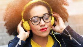 Müzik dinleyerek para kazanılır mı? İşte 5 yöntem