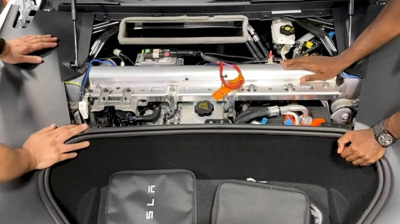 Rich Rebuilds, dünyanın en hızlı elektrikli sedan aracı olan Tesla Model S Plaid'i parçalarına ayırdı.