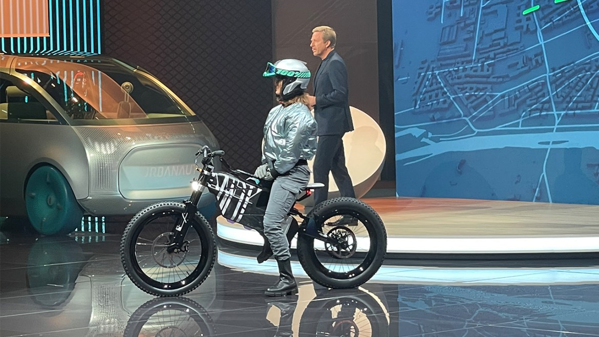 At IAA Mobility 2021 with BMW electric vehicles! 5