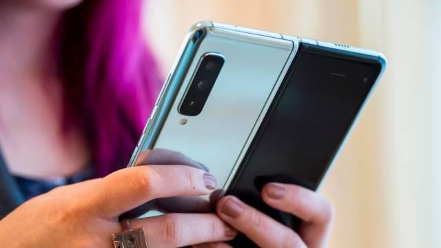 Google'dan katlanabilir telefon hamlesi!