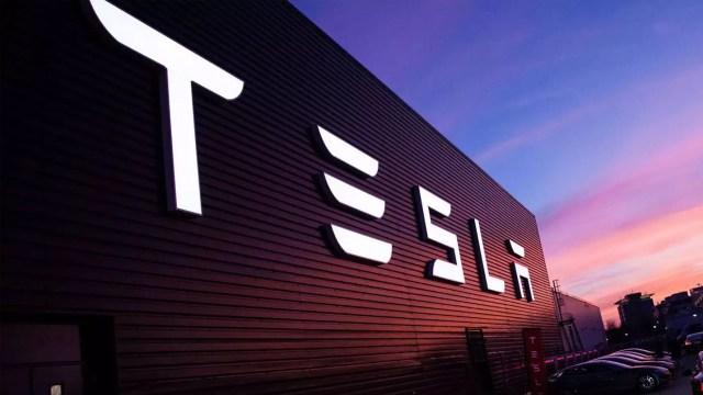 Kendisine Tesla çarptığını iddia eden adamın foyası ortaya çıktı!