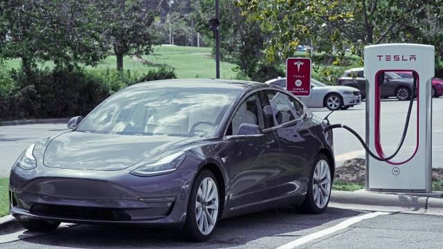 Araç kiralama şirketinden olay yaratacak Tesla açıklaması