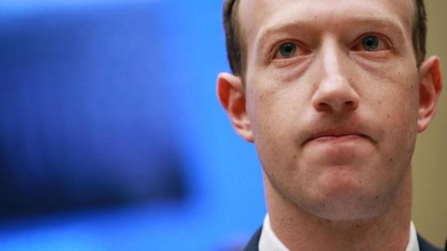 Facebook'un çöküşü Mark Zuckerberg'in servetini eritti!