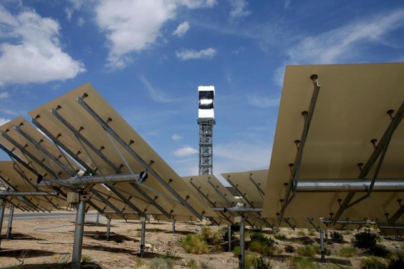 Painéis solares no deserto, em Nipton. Créditos: John Locher/AP