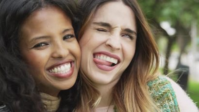 silly-attractive-women-making-funny-faces-at-camera_njeiaudge__M0000