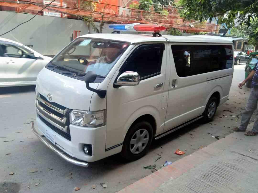 Shikder-ambulance-service-in-dhaka-Ac-ambulance