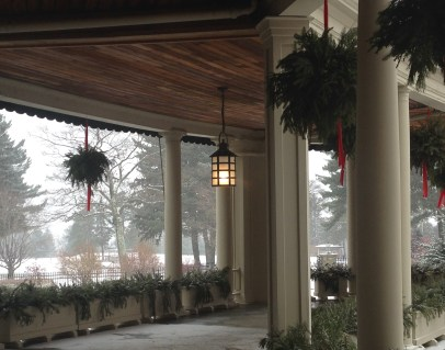 The inviting porch of the Lodge. I can see myself spending a quite evening here with a book, in the summer of course.