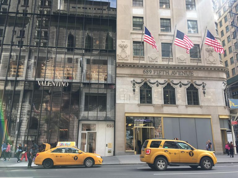 Taxis on Fifth NYC tourist traps