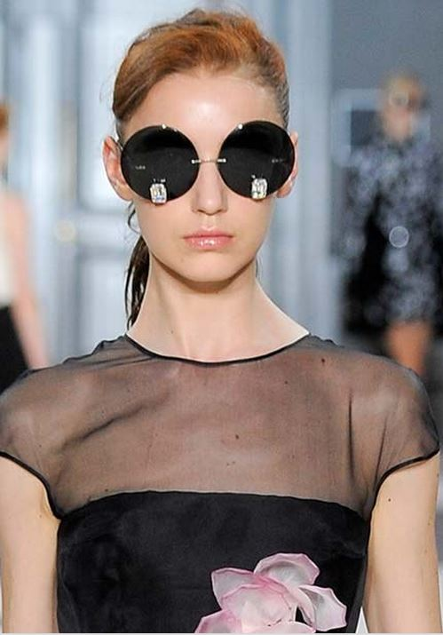 d9b15d895 This shape of Frames are perfect for more angular face shapes , specially  square . Fall/ Winter 2015-2016 Eyewear Trends: Round Sunglasses