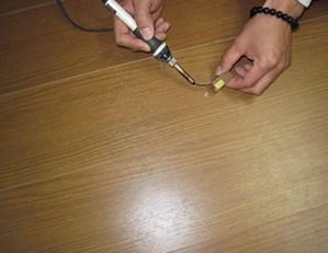 フローリングのリペア補修キッドを使った補修方法