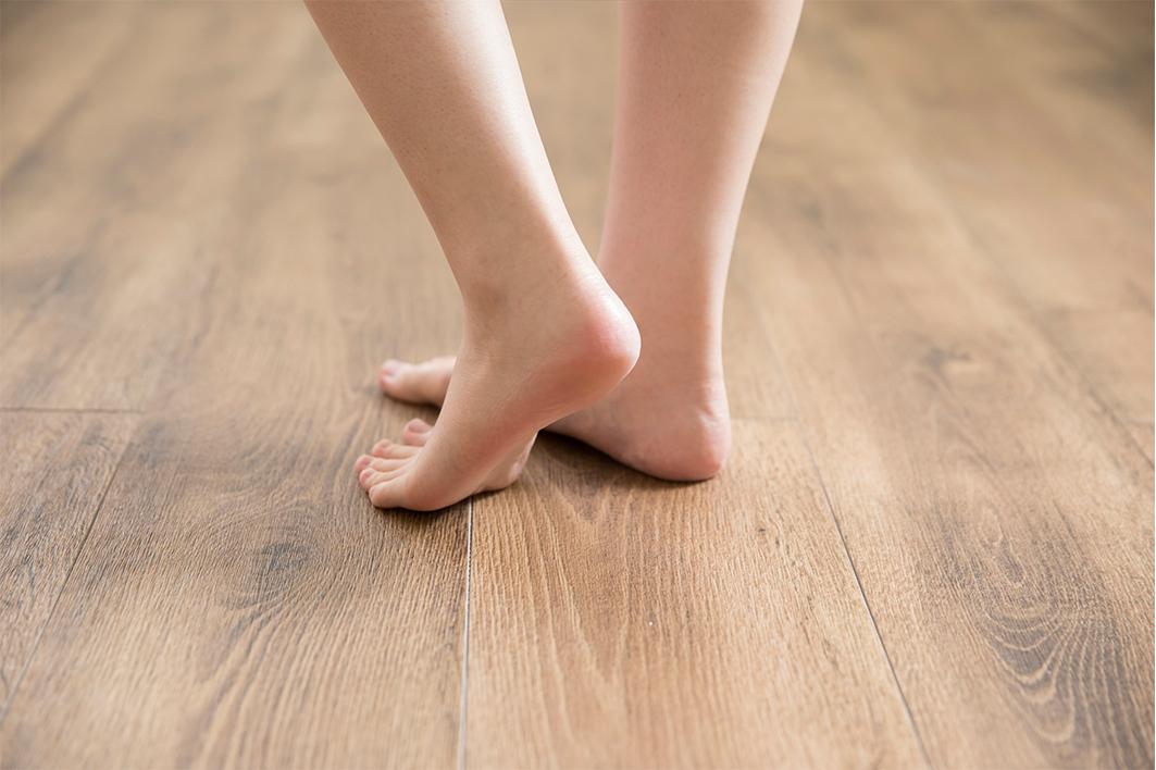 足元あったか省エネタイプの床暖房とフローリング張替え