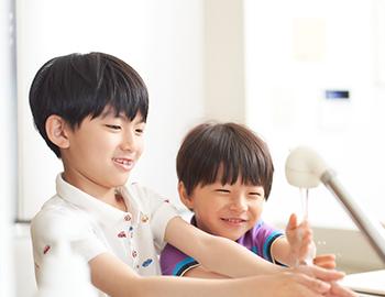 長野市洗面所の壁紙クロス張替えにおける機能性、水に強く拭き取りや掃除ができる