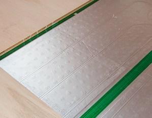 長野市床暖房設置後のメンテナンス方法とフローリング張り