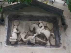 San Giorgio e il Drago nel Chiostro dei Canonici