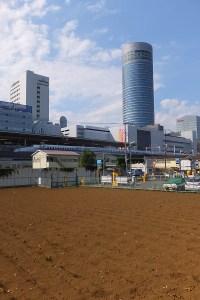 JR東日本側の篠原口側(篠原町)から見た新横浜駅(2016年7月)