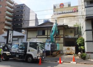 解体が進む旧割烹「貴志膳」の建物(2016年9月1日)