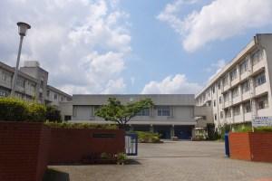 北新横浜駅が最寄りの新羽高校は自然豊かな丘の上にある